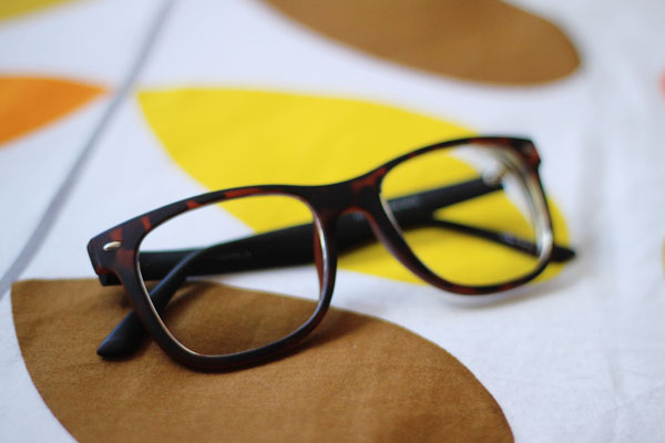 what to wear with glasses