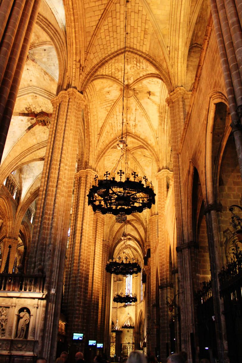 barcelona gaudi buildings tour