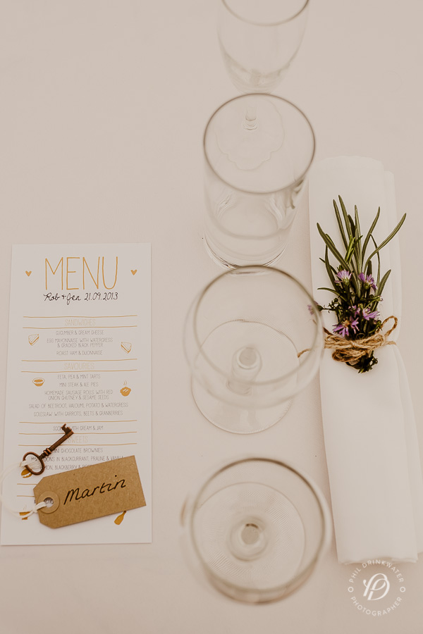 table setting vintage wedding