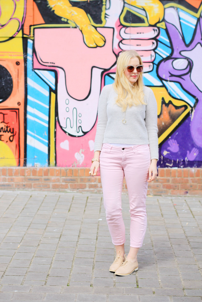 how to wear pastel colours jeans
