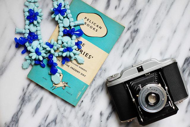 zara blue plastic necklace